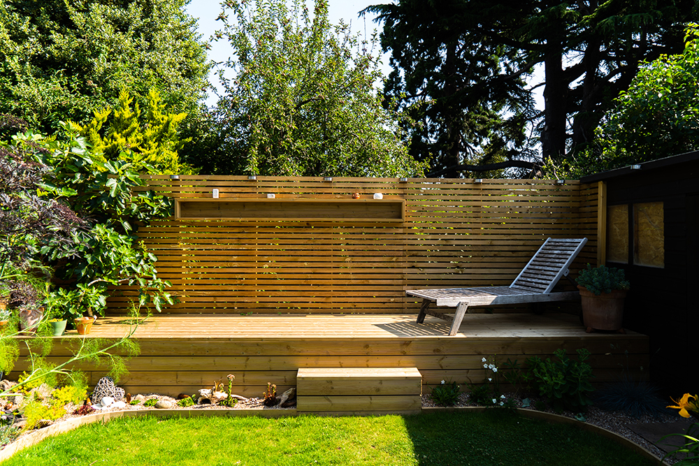 Garden Decking & Lounge Area